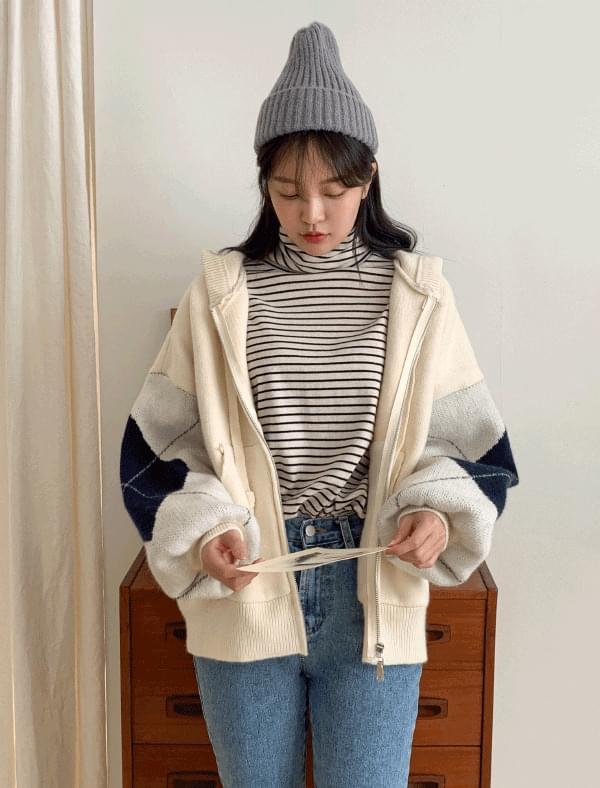 Argyle pattern hood knit zip-up