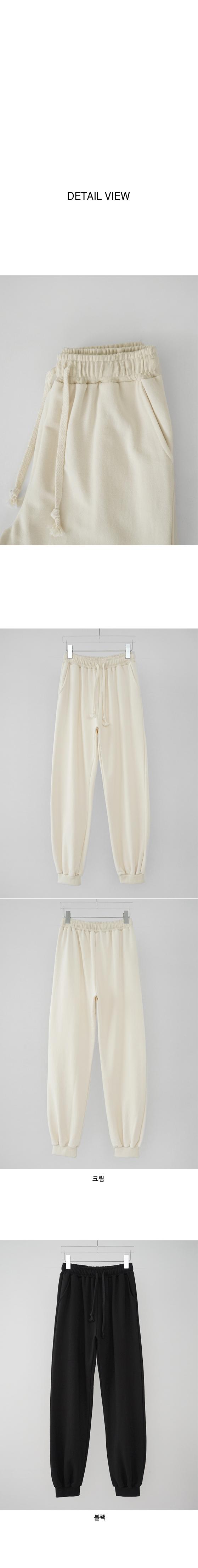 loose-fit jogger pants