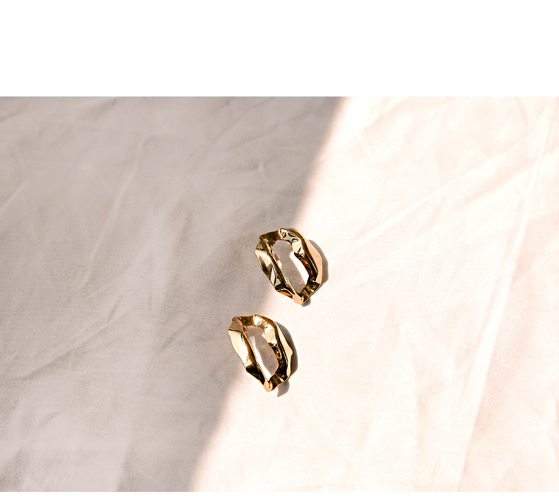 GOLD EDGE BOLD ROUND EARRING