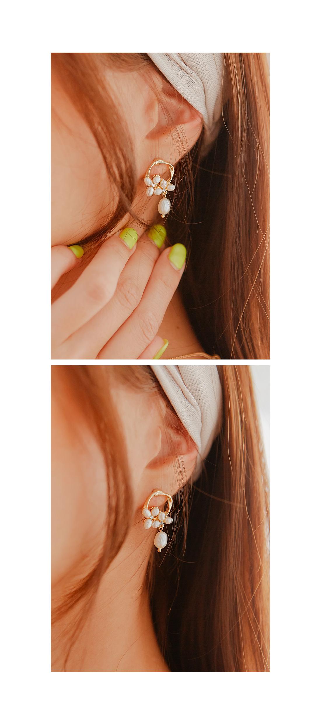 BENNET PEARL PETAL EARRING