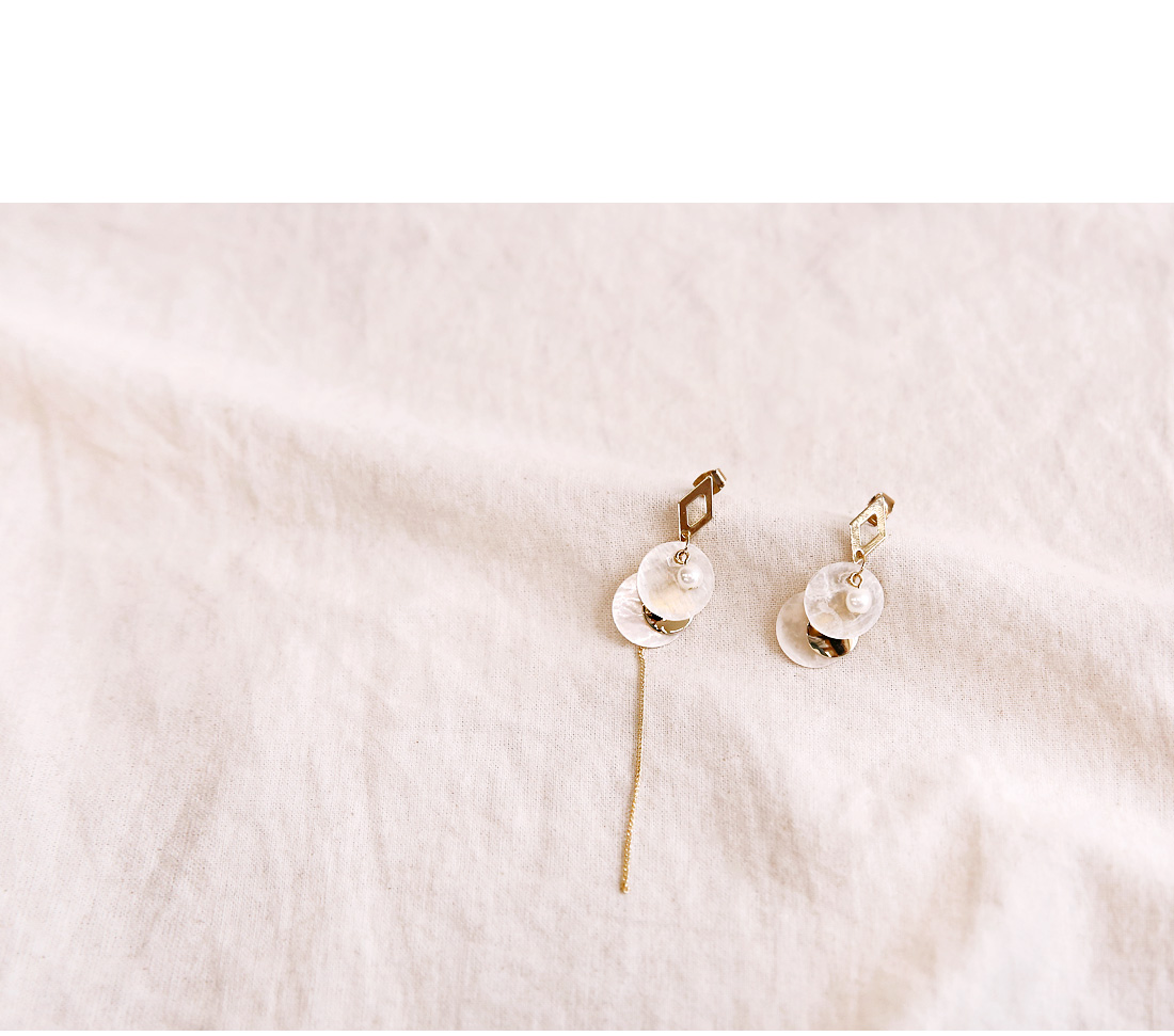 UNBAL GOLD SHELL DROP EARRING