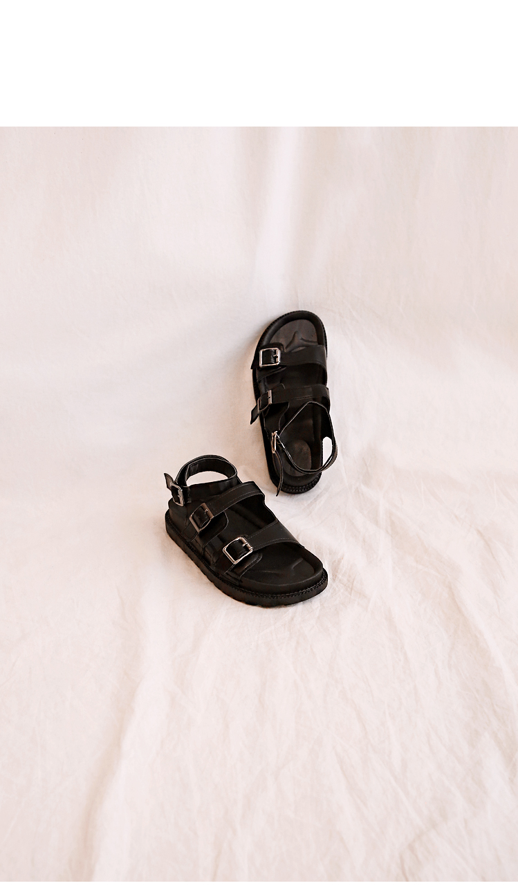 TOWARD BUCKLE BLACK SANDAL