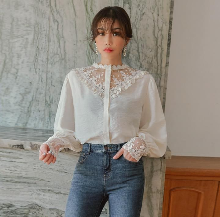 COVE LACE SEETHROUGH BLOUSE