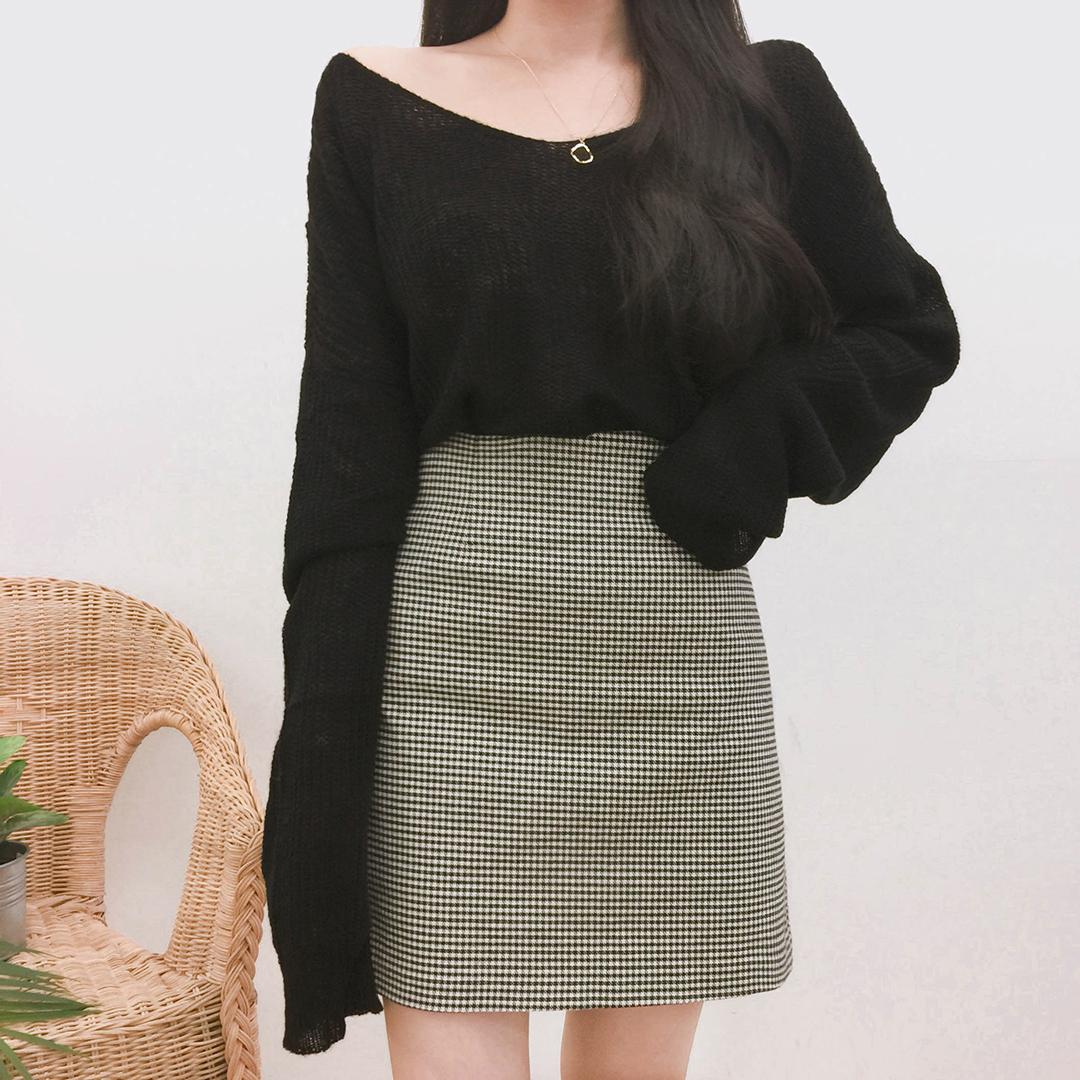 See-through v-neck knit