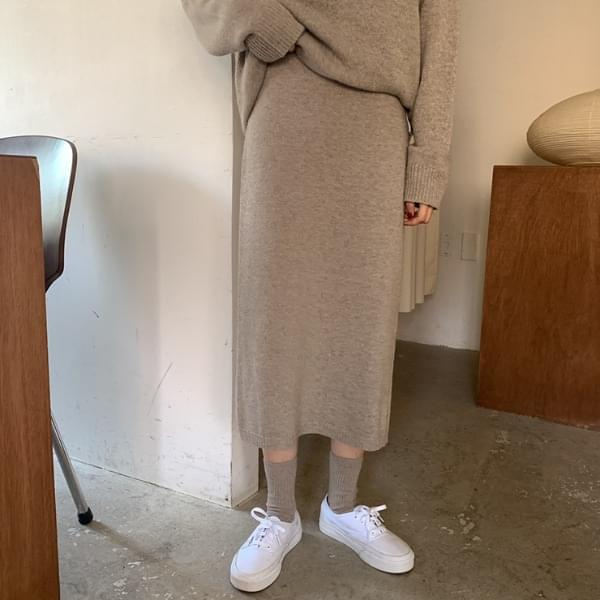 Rolled wool knit skirt
