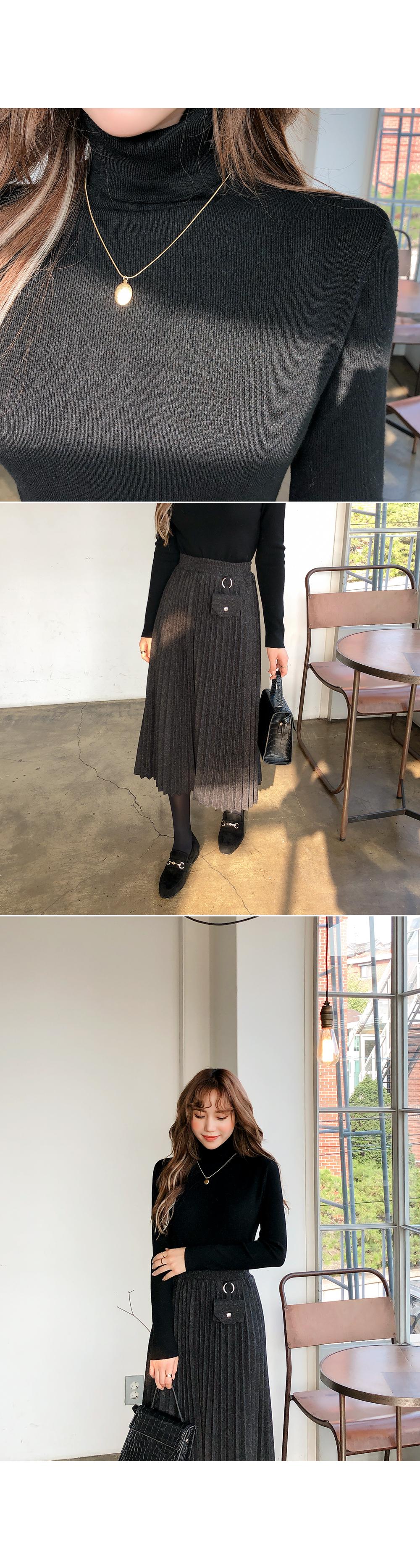 Pleated charm skirt