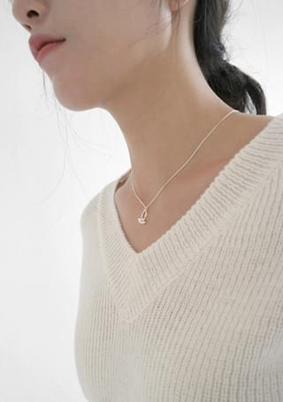 detail point necklace