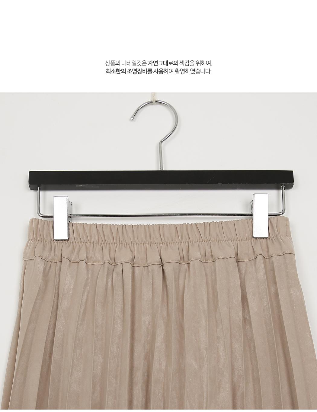 Matt satin pleated skirt