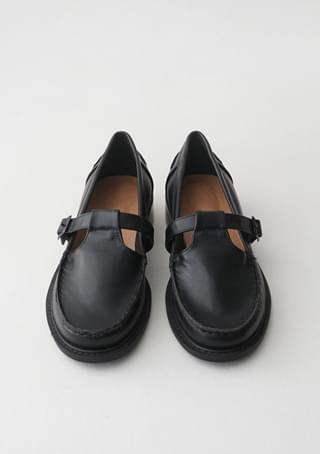 matt strap loafer