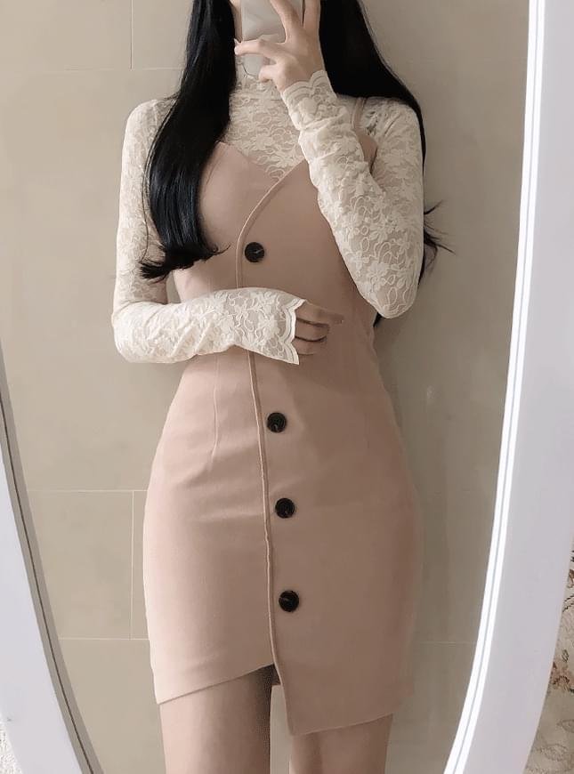 Strap-on button dress 洋裝
