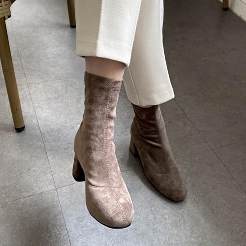 Lonely suede ankle boots