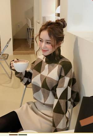 Soft color knit