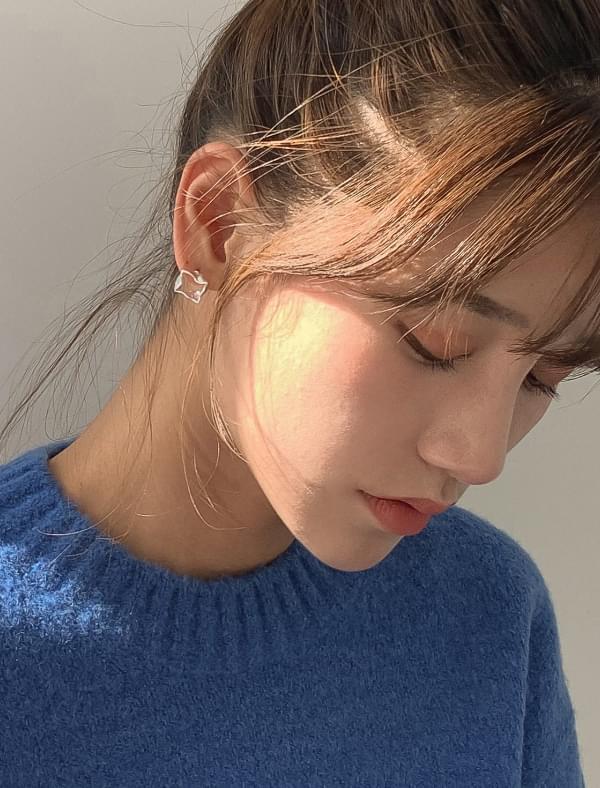 Unique frame earring