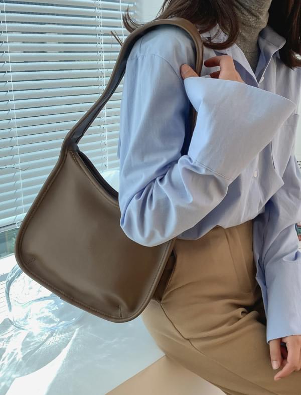 Clean square shape shoulder bag