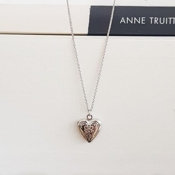 Winda locket silver necklace