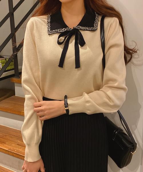 Elegant ribbon neck knit