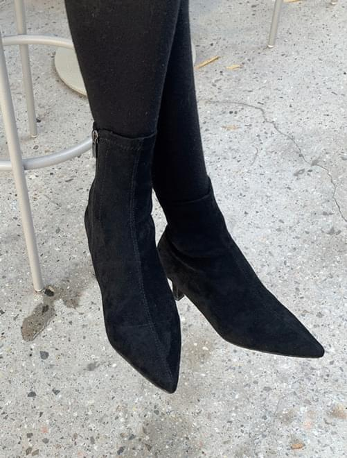Sharp ankle boots