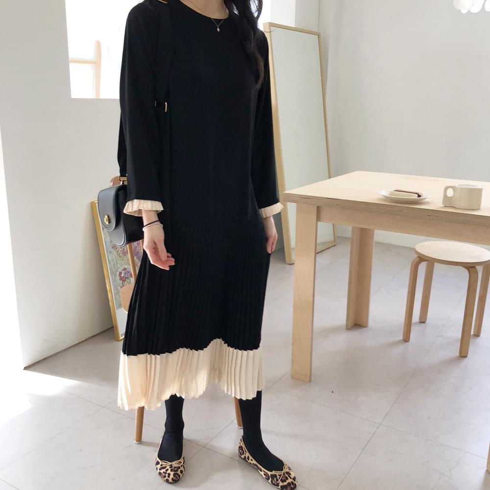 Black Color Pleated Dress