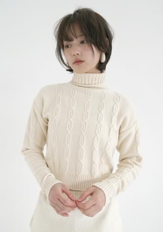 semi crop twist knit