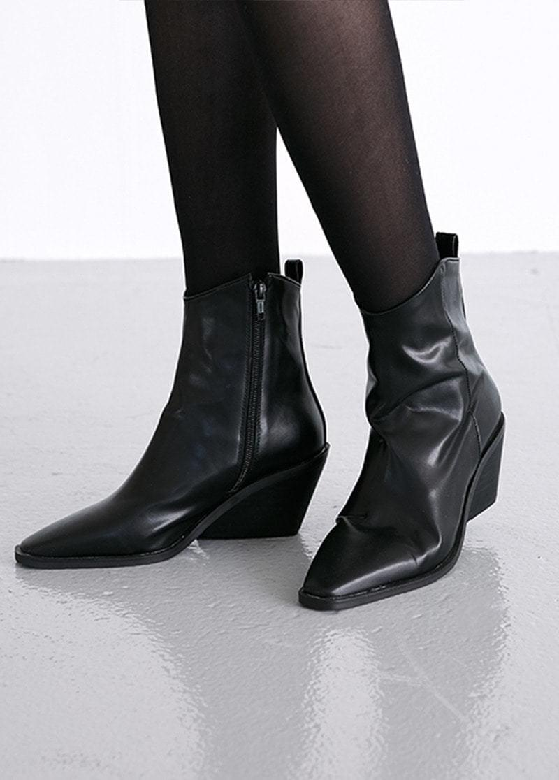 Sharp outsole ankle boots
