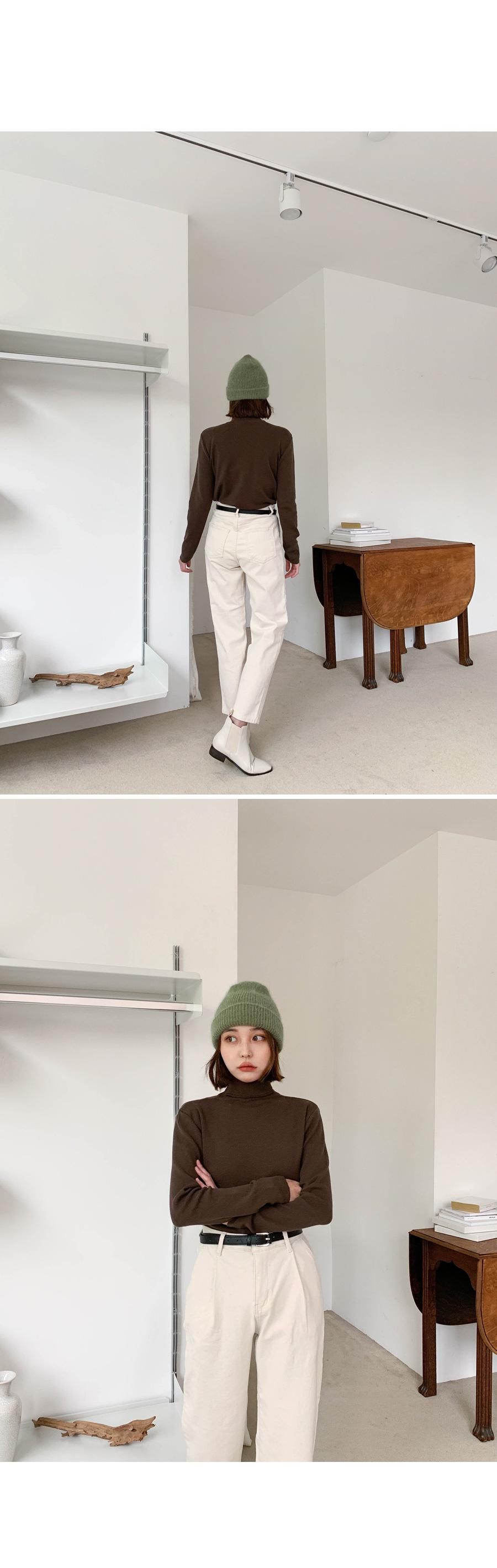 Pintuck brushed cream pants
