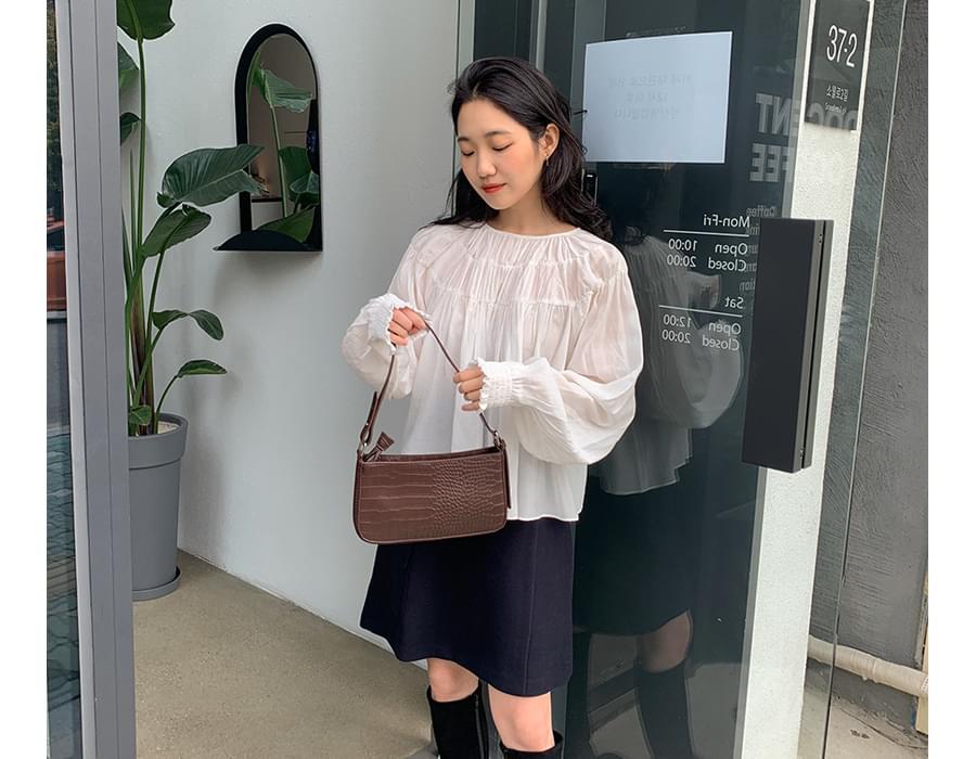 Blen shirring round blouse_A