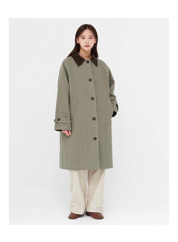 a corduroy collar napping coat