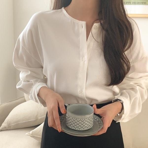 U-turn round blouse