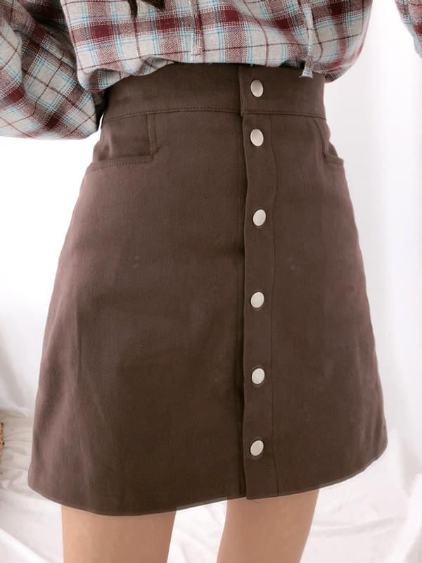 Your pocket button skirt