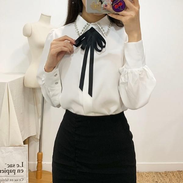 Telly cubic brooch blouse