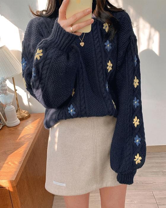 Flower embroidery pretzel knit-2color