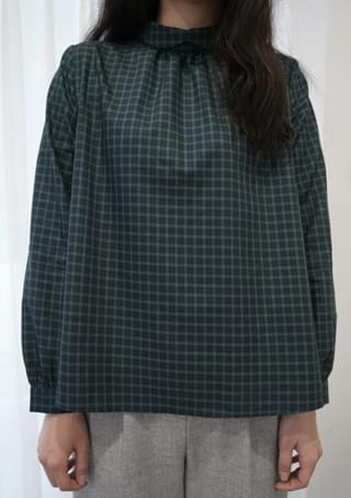folding neckline blouse