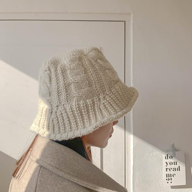 Twisted knit bungee