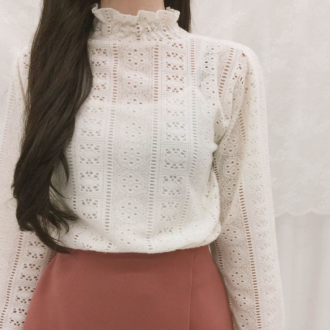 Lace punching ruffle t-shirt