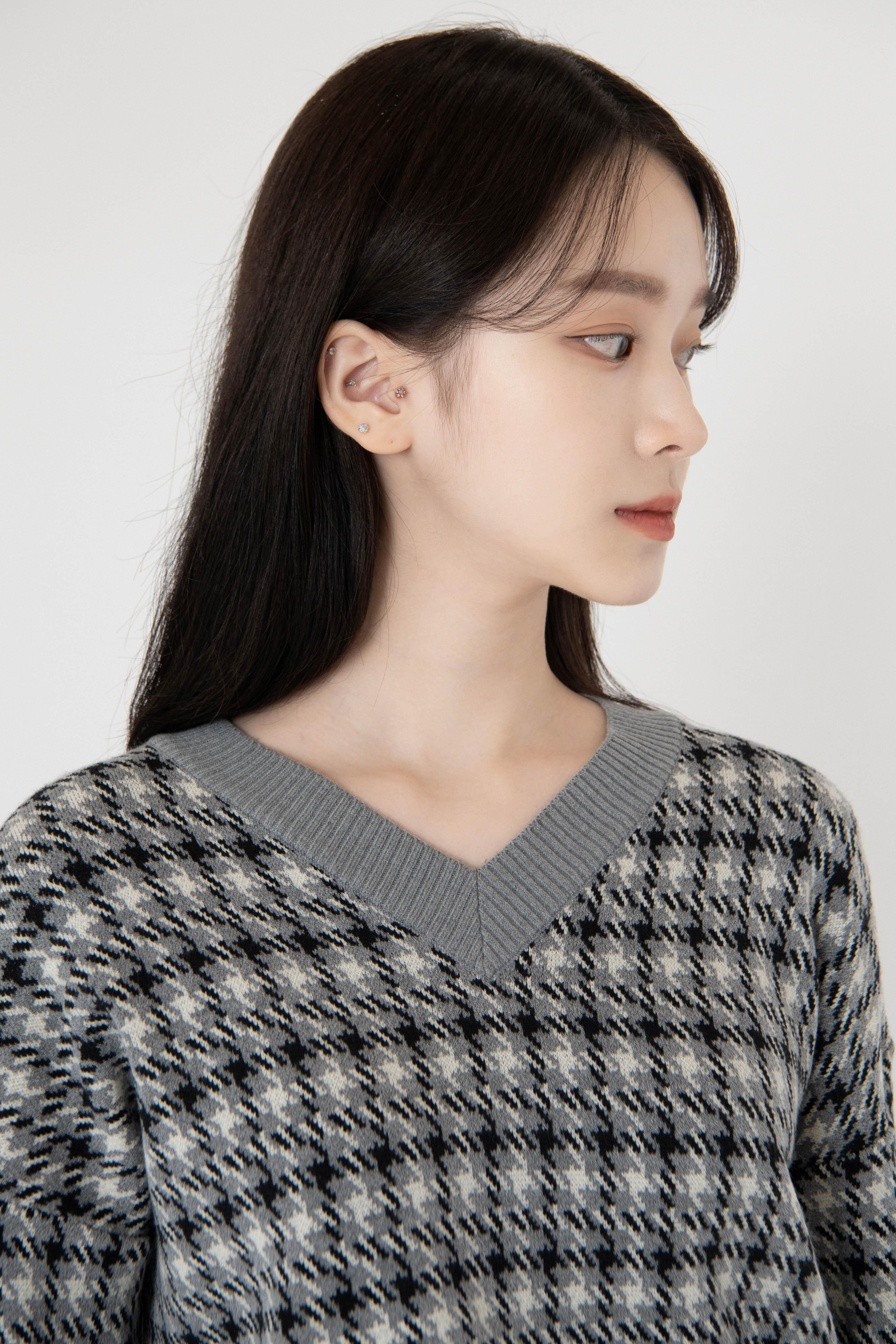Mood Rose Check V-neck Knit