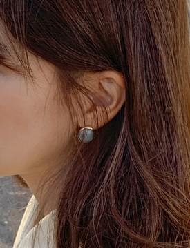 Plain stone earring_U