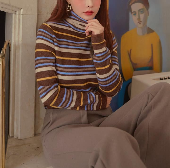 COLORING STRIPE TURTLE NECK KNIT