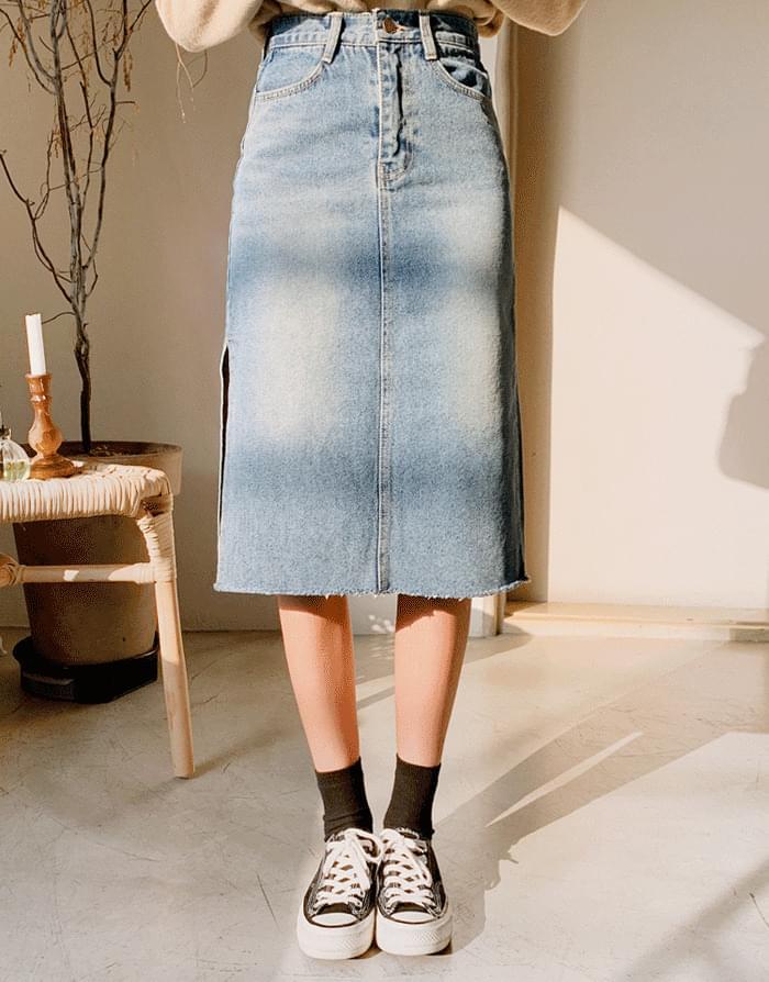 Side trim denim skirt