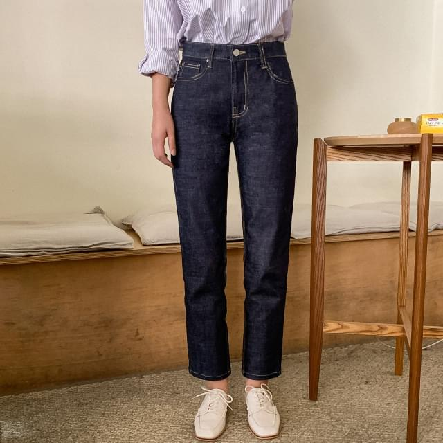Stitched Spread Date Jeans