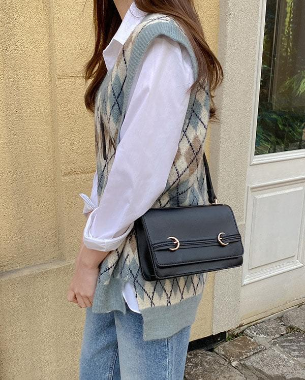 Round Buckle Square Cross Bag