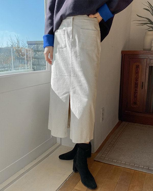 Out pocket corduroy skirt