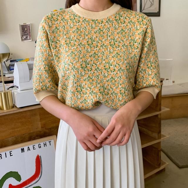 Retro Flower Short Sleeve Knit