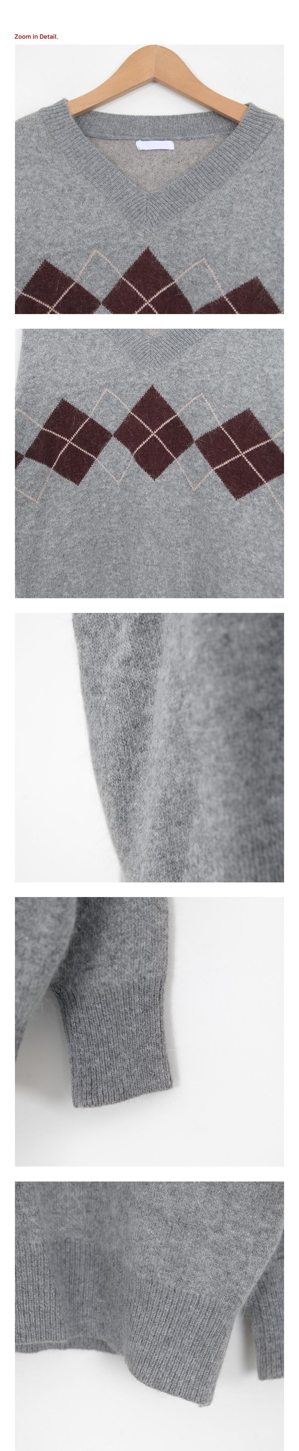 Argyle Check V-neck Knit