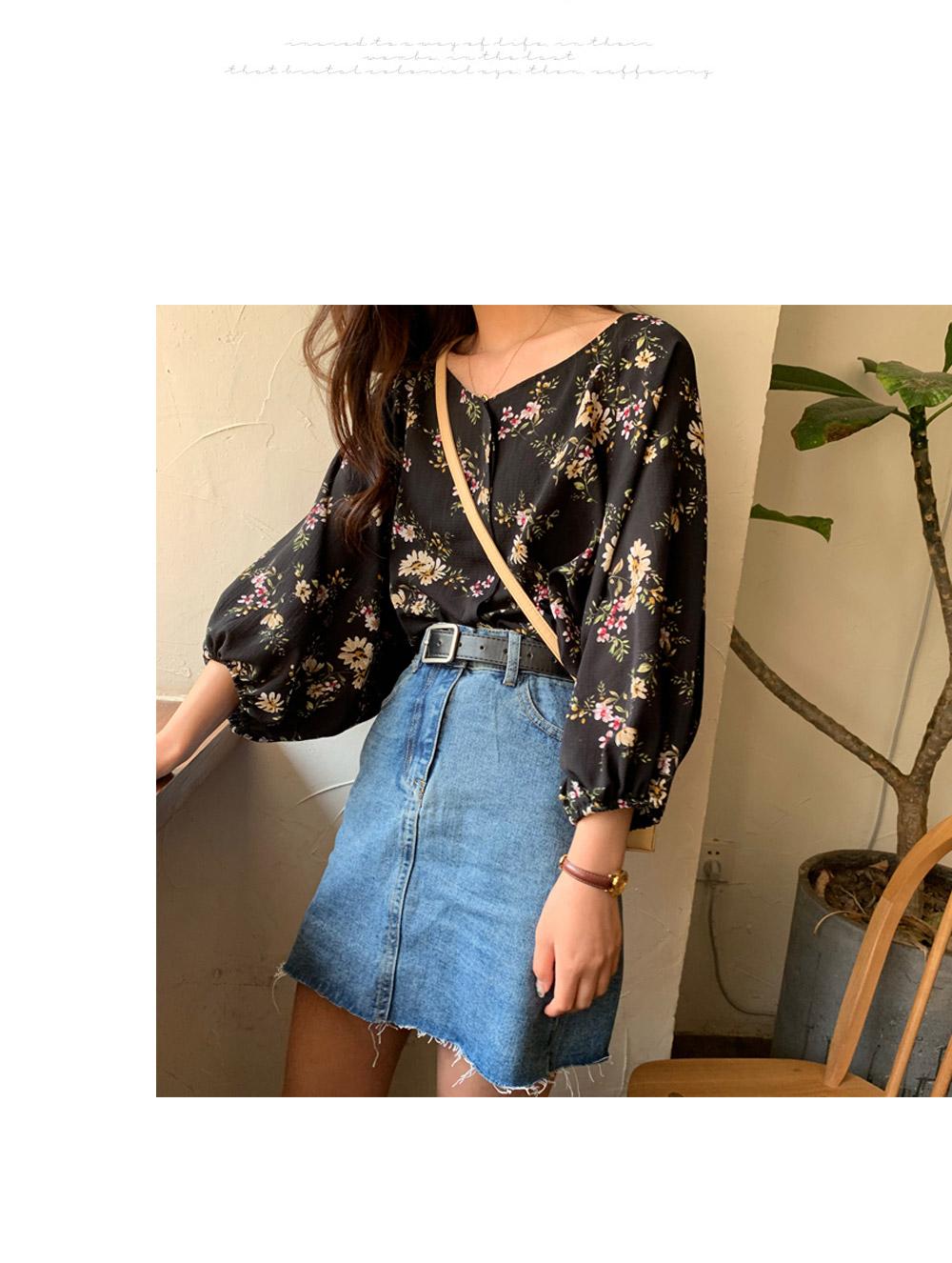 Ruby flower V-Neck blouse