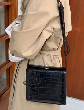 Square lock cross bag_C (size : one)