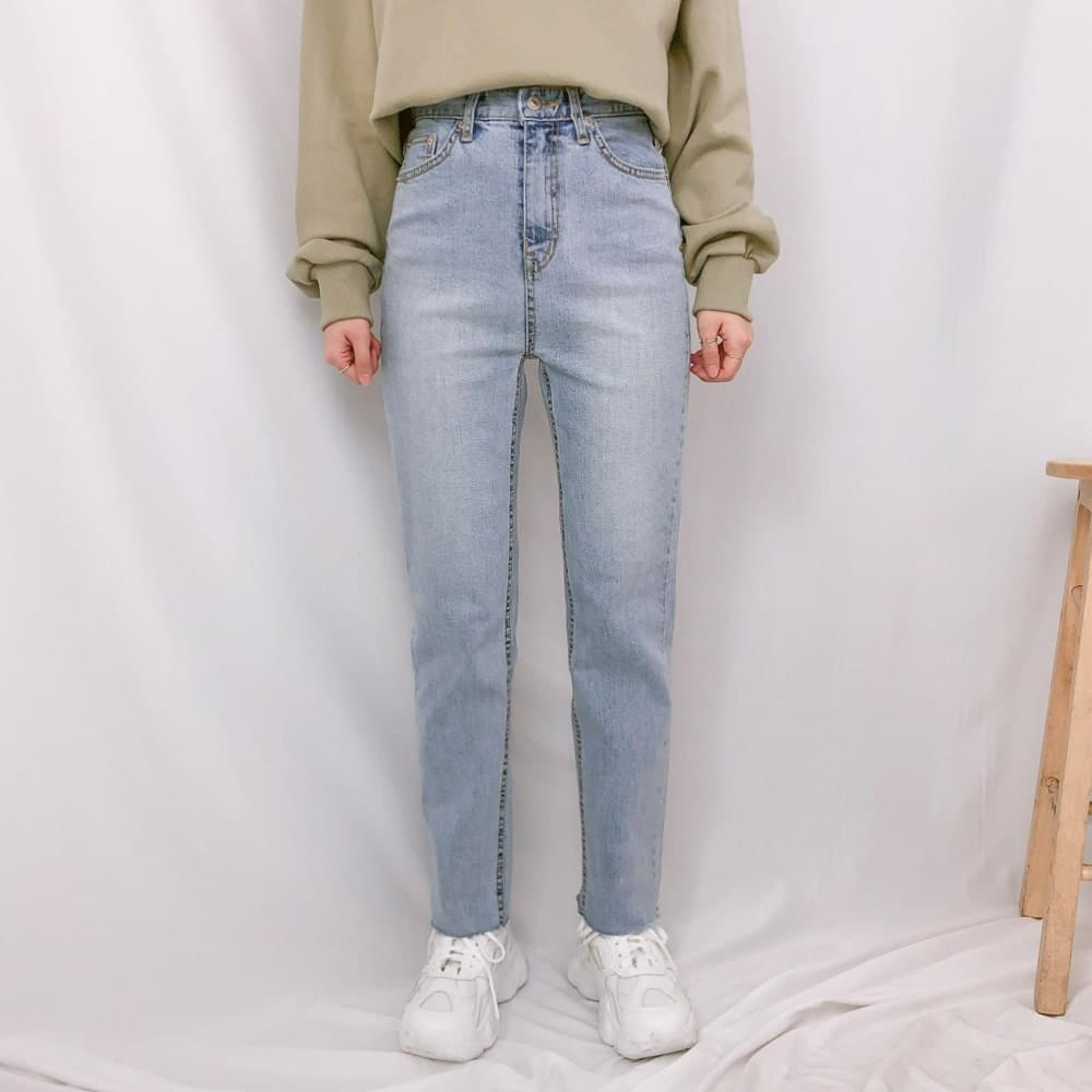 1567 light washed denim pants