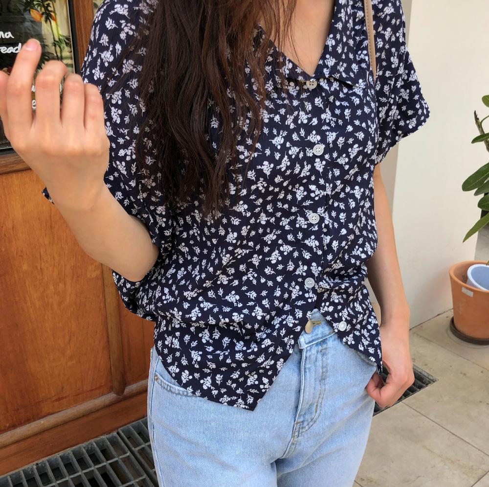 Open color string flower blouse
