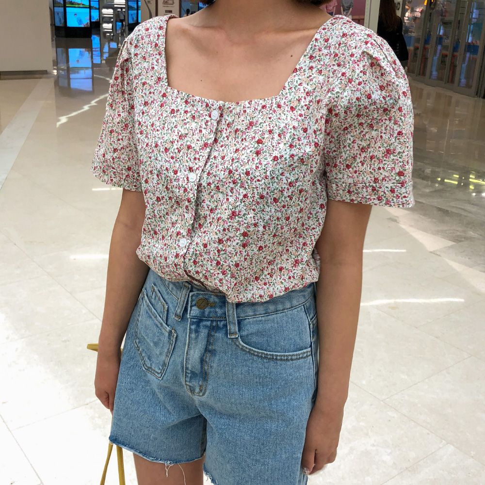 Puff sleeve flower blouse