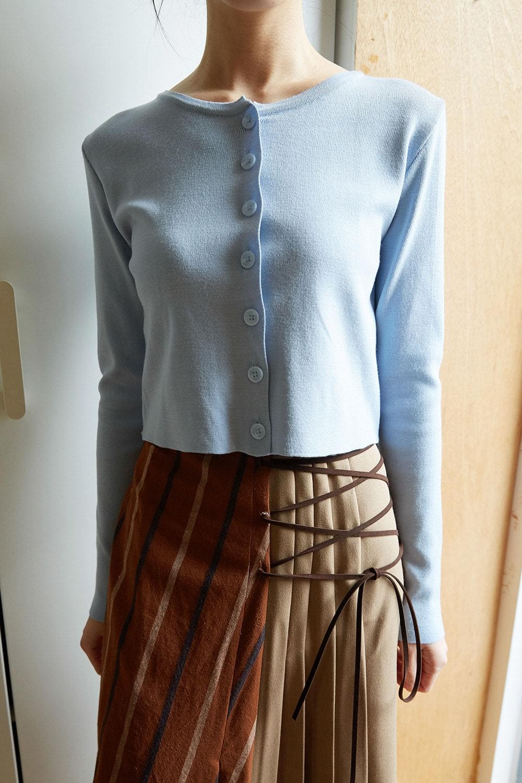 clean short fit cardigan