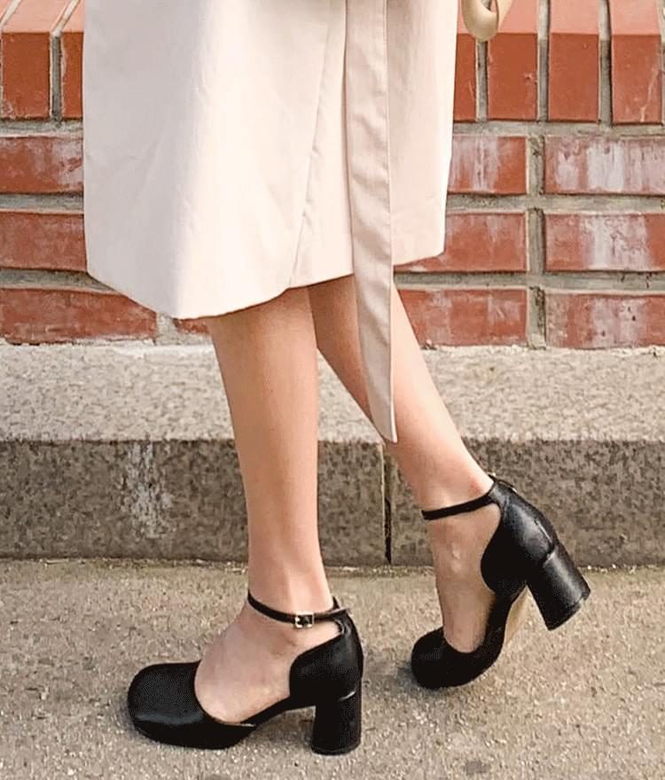 Danger strap heel